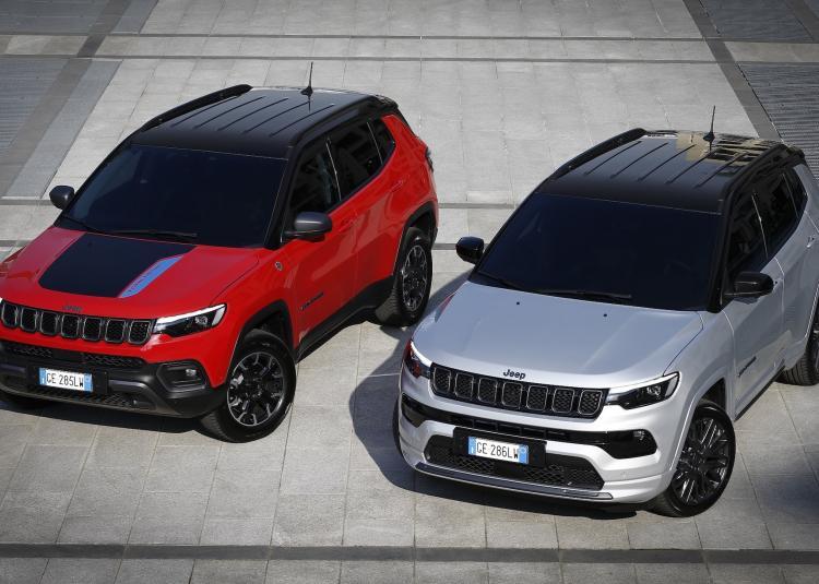 Deux versions de carrosserie: une pour le tout-terrain, une pour la route